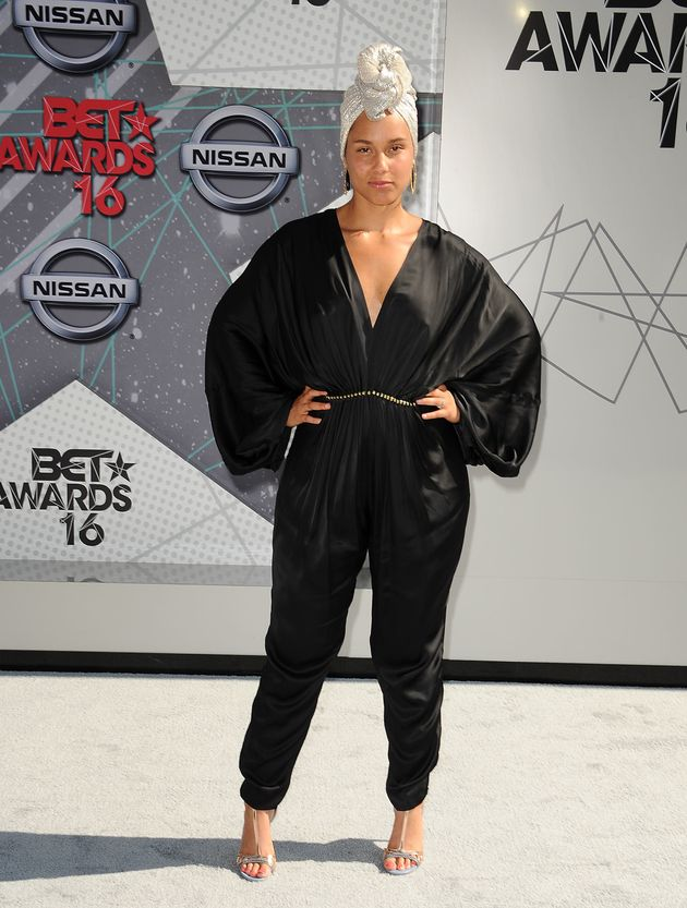 Alicia Keys Took Her #NoMakeup Pledge To The BET Awards And Looked Absolutely