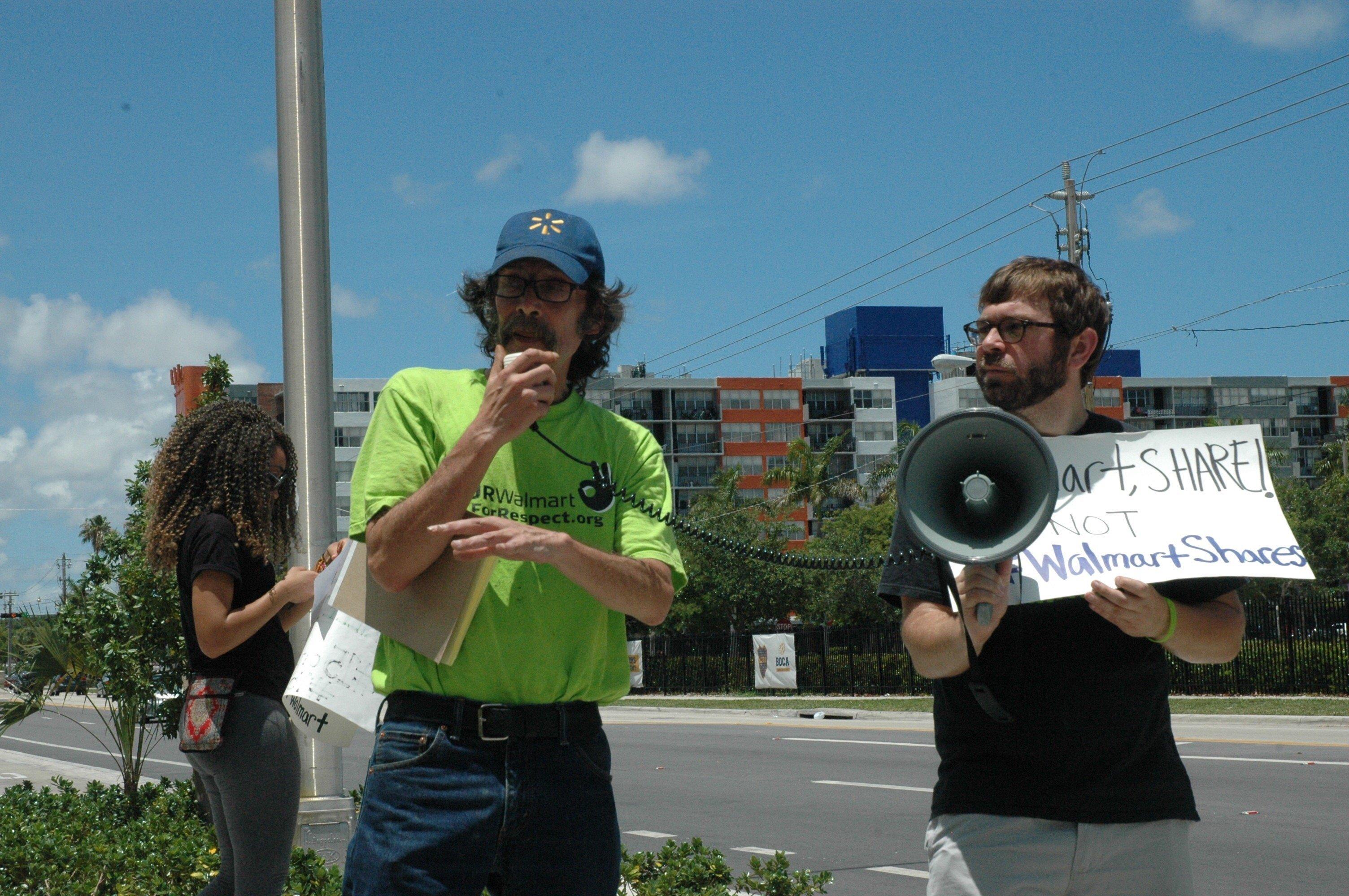 Ex-Walmart worker David Alvarez, center.