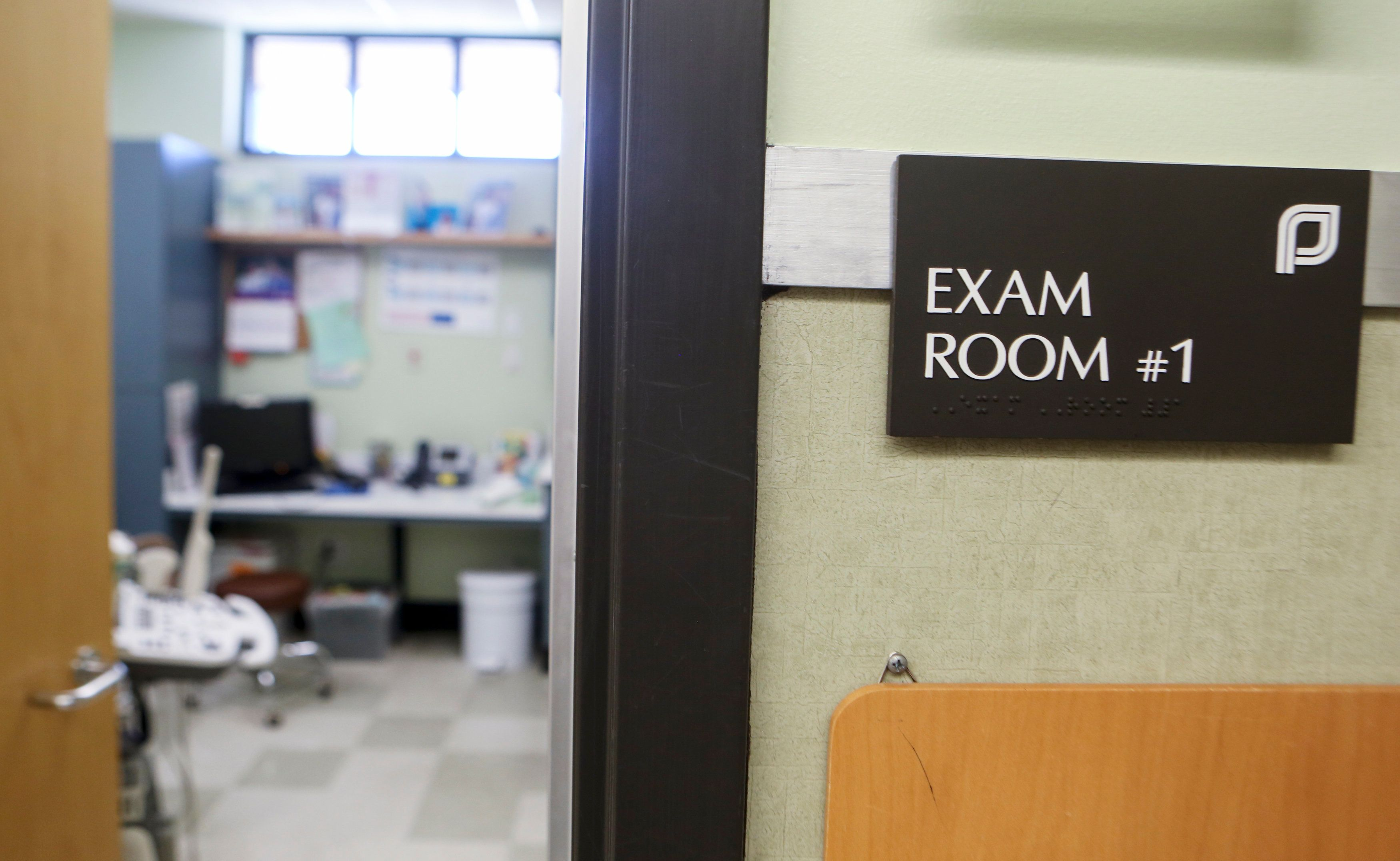 An exam room at the Planned Parenthood South Austin Health Center is shown following the U.S. Supreme Court decision striking down a Texas law imposing strict regulations on abortion doctors and facilities in Austin, Texas, U.S. June 27, 2016.   REUTERS/Ilana Panich-Linsman