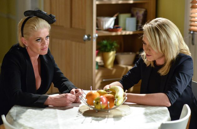 Sam tells Roxy of her plan to leave Richard with