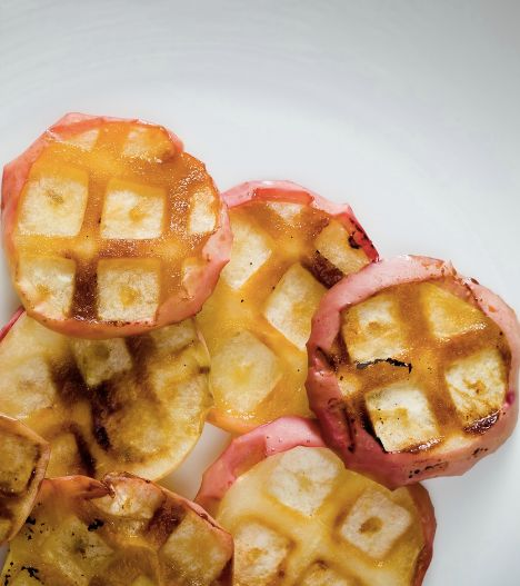"<strong>Get the <a href=""http://www.cupcakeproject.com/2014/09/one-minute-waffle-iron-baked-apples.html"" target=""_blank"">One-"