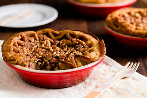 "<strong>Get the <a href=""http://www.cupcakeproject.com/2015/10/waffle-pie-crust.html"" target=""_blank"">Pecan Pie with Brown Su"