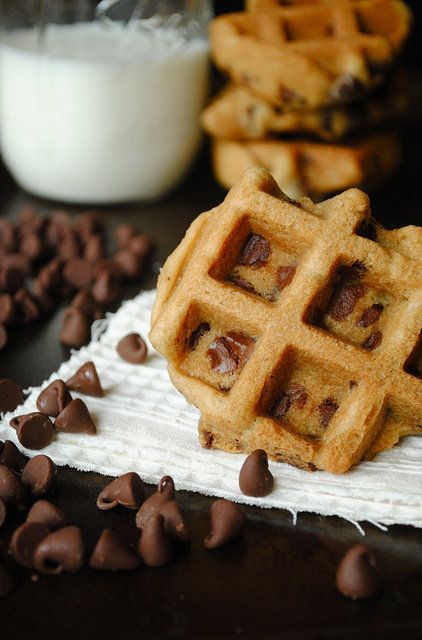 "<strong>Get the <a href=""http://www.howto-simplify.com/2011/09/chocolate-chip-waffle-cookies.html"" target=""_blank"">Chocolate"