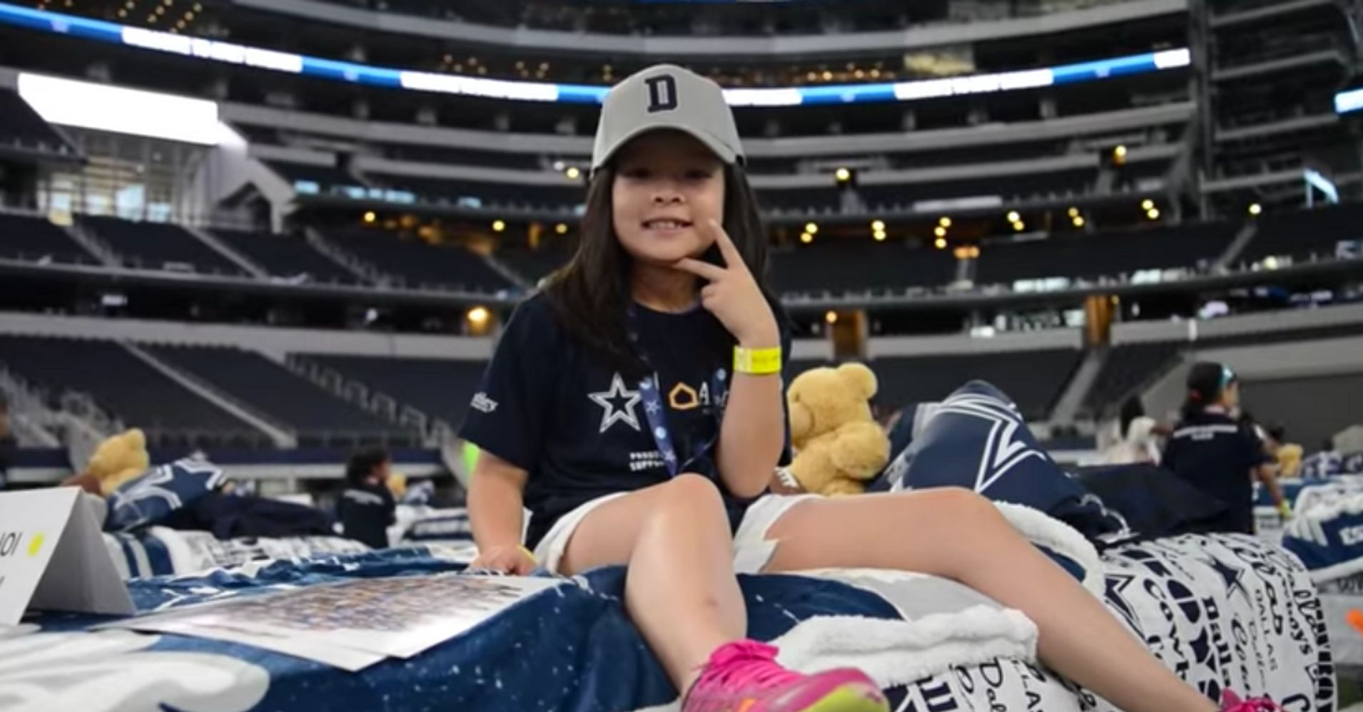 Dallas Cowboys Recliner Chair: Kids In Need Get Free Beds After Slumber Party At Dallas