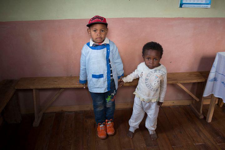 Miranto (left) and Sitraka were born on the same day in the same Madagascar village, butSitraka ischronically malnourished.