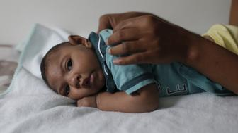 Mariam Araujo, 25, plays with Lucas, her 4-months old second child and born with microcephaly as they wait for a physiotherapy session in  Pedro I hospital in Campina Grande, Brazil, February 17, 2016.   Picture taken on February 17, 2016. REUTERS/Ricardo Moraes