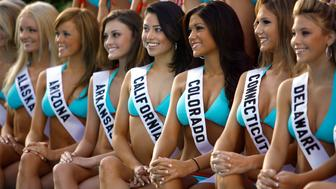 Miss Teen USA 2007 contestants pose for their official swimsuit photograph in Pasadena, California August 14, 2007. The 25th Miss Teen USA pageant will be held on August 24 in Pasadena.    REUTERS/Mario Anzuoni (UNITED STATES)