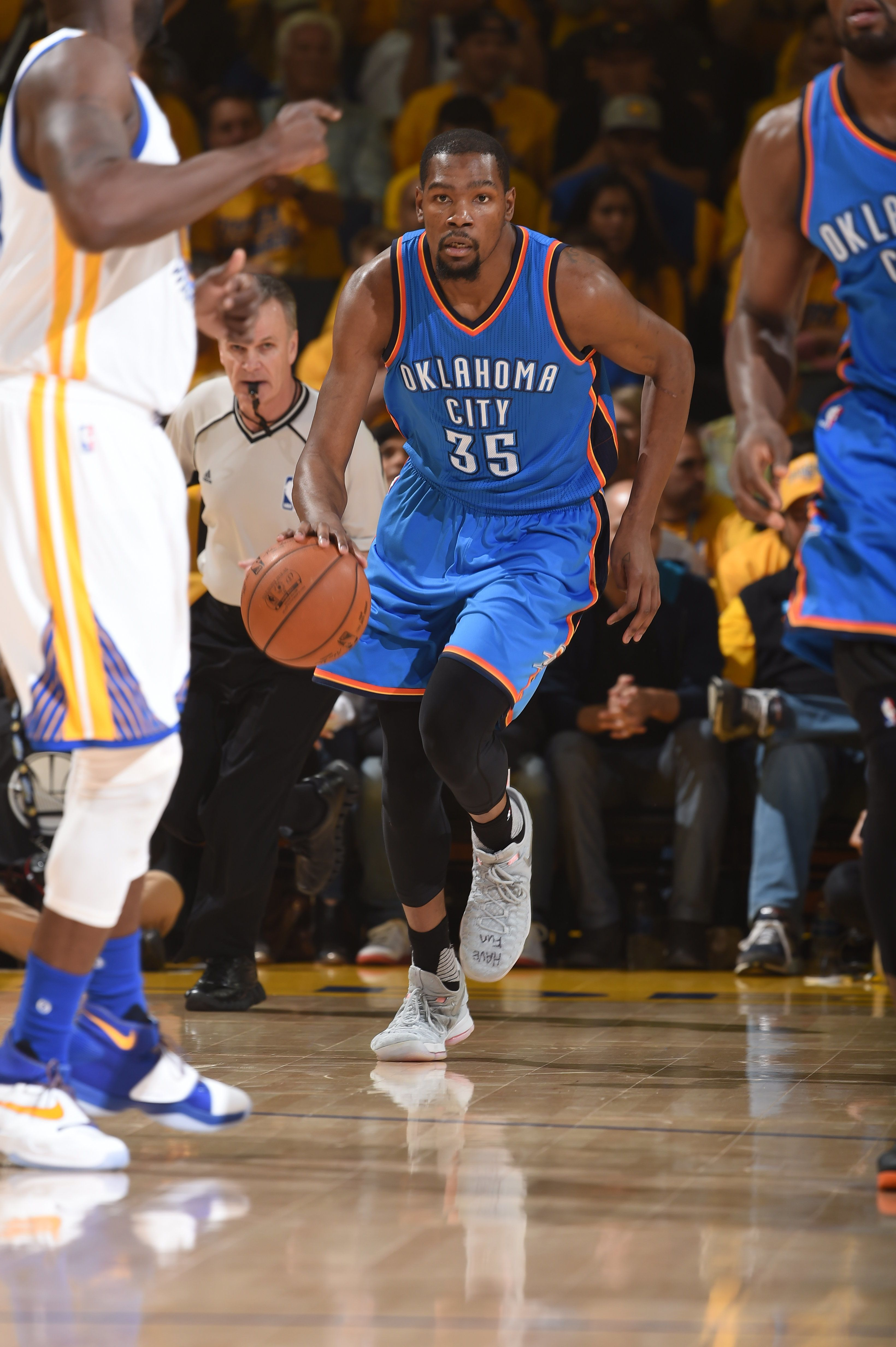 OAKLAND, CA - MAY 30: Kevin Durant #35 of the Oklahoma City Thunder drives to the basket against the Golden State Warriors during Game Seven of the Western Conference Finals during the 2016 NBA Playoffs on May 30, 2016 at ORACLE Arena in Oakland, California. NOTE TO USER: User expressly acknowledges and agrees that, by downloading and or using this Photograph, user is consenting to the terms and conditions of the Getty Images License Agreement. Mandatory Copyright Notice: Copyright 2016 NBAE (Photo by Andrew Bernstein/NBAE via Getty Images)