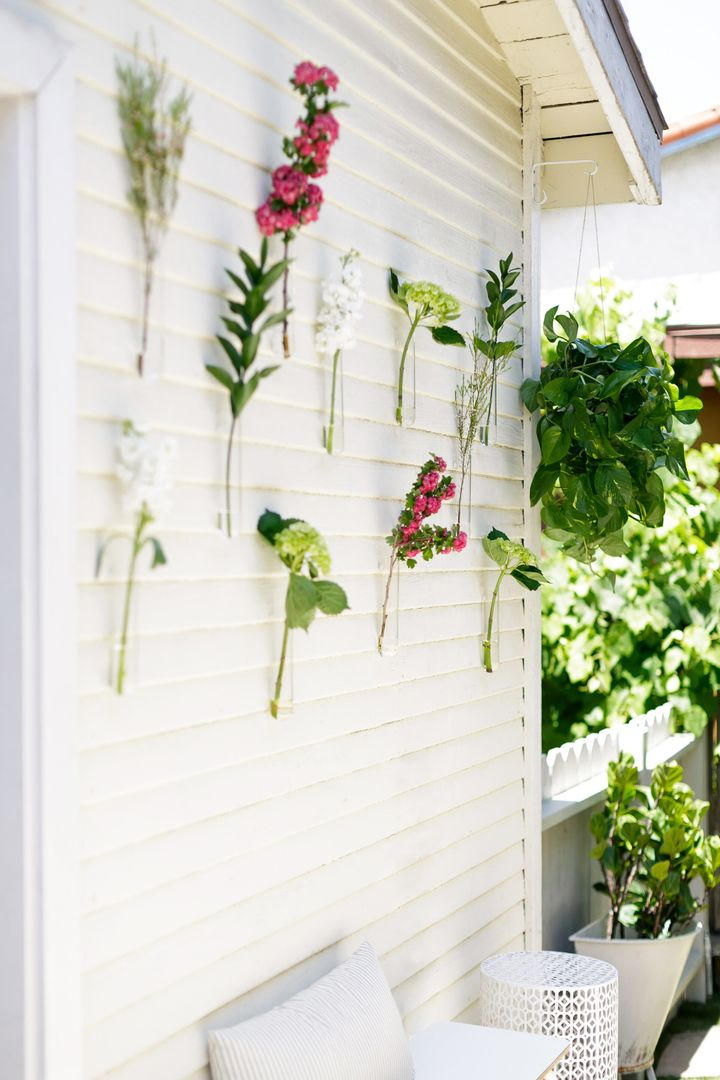 Beaker vases with farmers market clippings livened up the outdoor space.