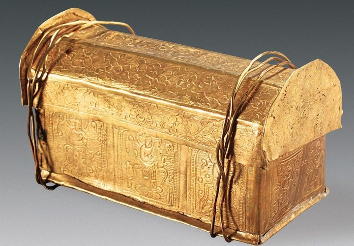 A skull bone of the Buddha was found inside this gold casket, which was stored in a silver casket within the stupa model, fou