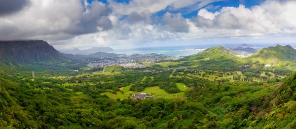 Make a quick detouron one of Oahu's most beautifuldrives to take inthe sheer cliffs, green valleys and baby