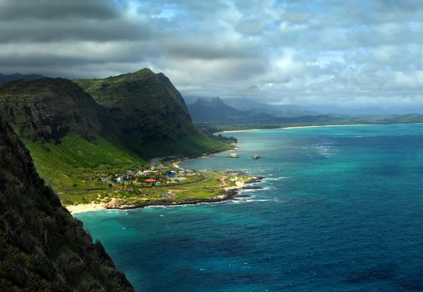 You will have a new appreciation for lighthouses once you reach the top ofthis coastal hike.(Island of Oahu)