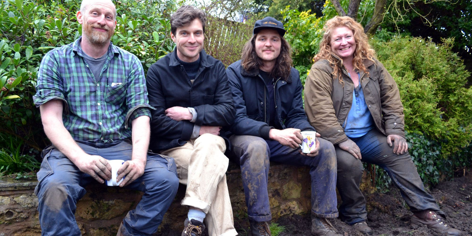 Charlie dimmock returns to tv screens with 39 garden rescue for Ground force garden designs