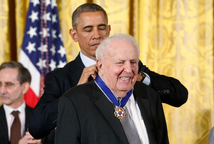 President Barack Obama presents the Presidential Medal of Freedom to Judge Abner Mikva during a White House ceremony on Nov.