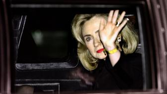 US First Lady Hillary Clinton waves as she leaves the District of Colombia federal courthouse on January 26, 1996 after over four hours of testimony before a grand jury. Hillary Clinton was ordered to appear before the federal grand jury to testify about her role in the failed Whitewater land deal. It is the first time in history that the wife of a US president testifies before a grand jury.   AFP PHOTO PAUL J. RICHARDS        (Photo credit should read PAUL J. RICHARDS/AFP/Getty Images)