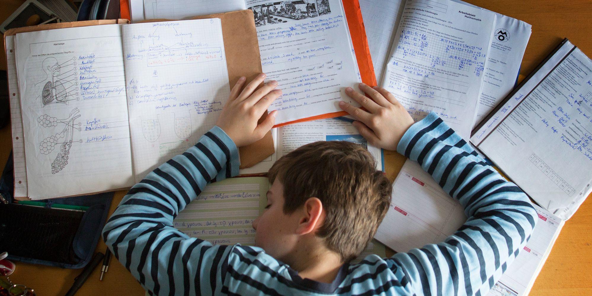 TeacherOn: Online teachers, Free Assignment solutions, Tutor online ...