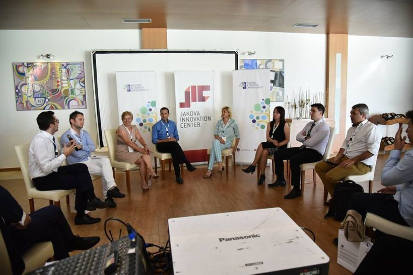<i>Panel discussion on supporting entrepreneurship in Kosovo with leaders from government, donors and business community, mod