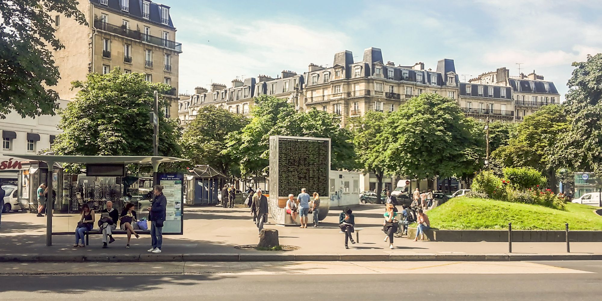 smart 39 trees 39 piloted in paris in a bid to curb pollution crisis huffpost uk. Black Bedroom Furniture Sets. Home Design Ideas