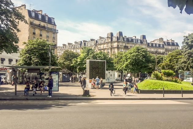 Smart 'Trees' Piloted In Paris In A Bid To Curb Pollution
