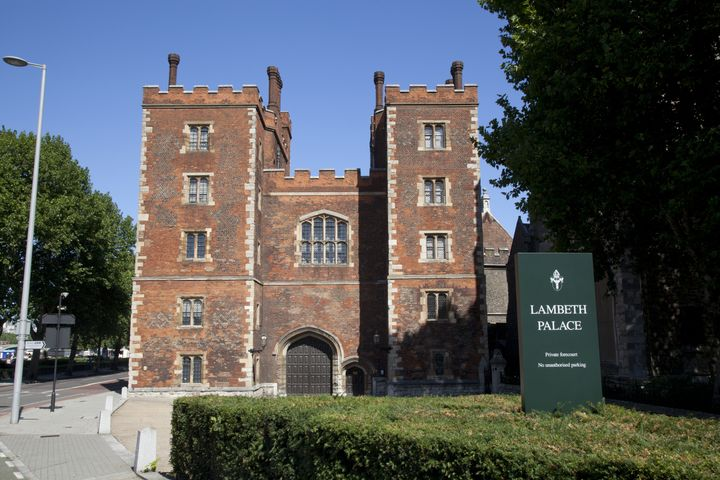 A family of Syrian refugees will live in a cottage at Welby's official London residence, Lambeth Palace, beginning