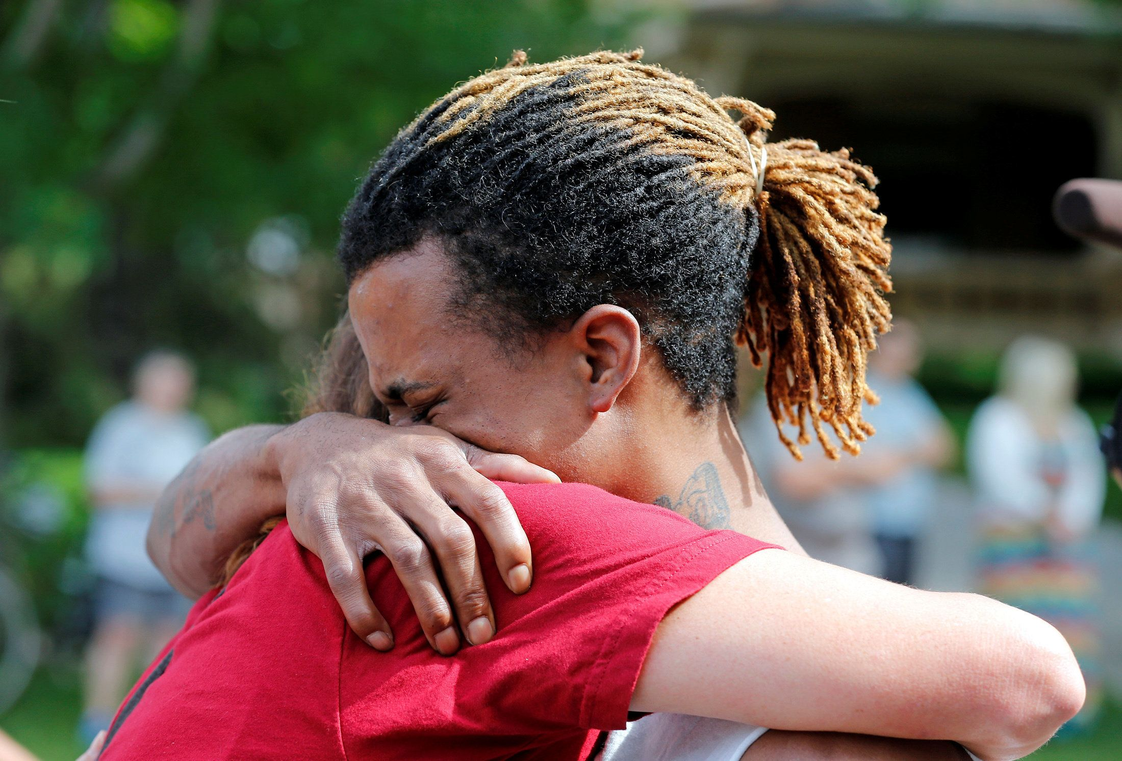 A cousin and a co-worker of Philando Castile try toconsole each other during a July 7 protestinSt. Paul, Mi