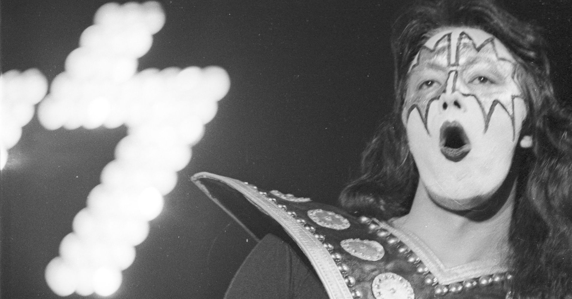 Ace Frehley Addresses Theory About The Famous Kiss Logo Huffpost