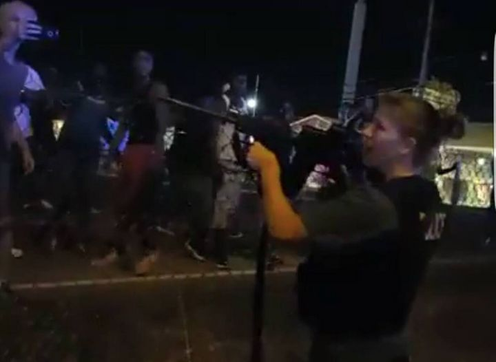 HuffPost reporter David Lohr captured a female Baton Rouge police officer pointing her weaponat protesters.
