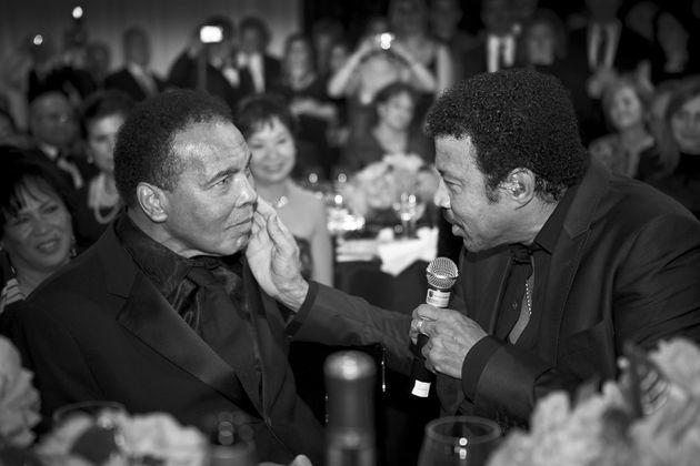 On one memorable occasion, he caught a special moment between Lionel and Muhammad
