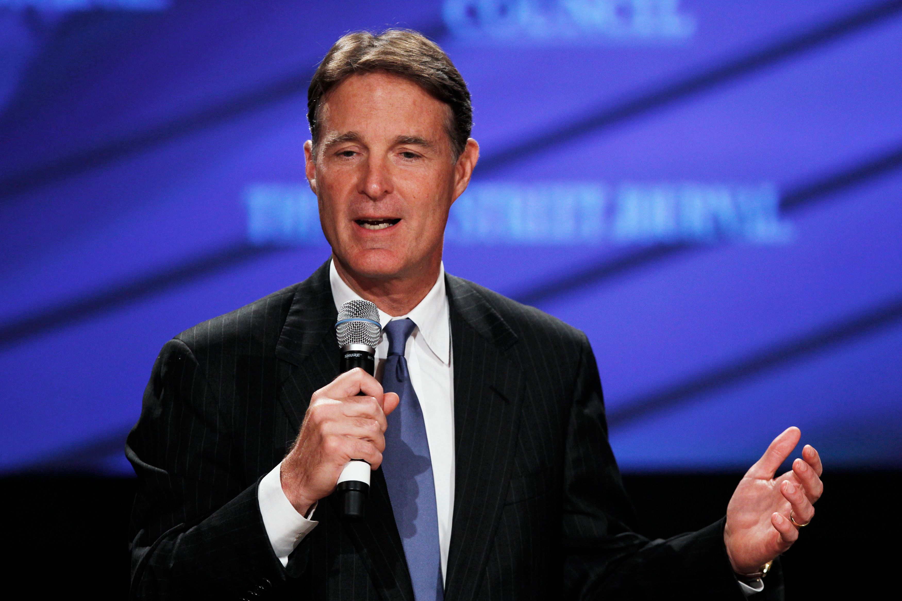 U.S. Senator Evan Bayh (D-IN) speaks at the 2010 meeting of the Wall Street Journal CEO Council in Washington November 15, 2010. Bayh discussed the three occasions of bi-partisan cooperation of the U.S. Senate -- agreeing on the rules of impeachment trial, after 9-11 attacks, and 2008 Financial crisis. REUTERS/Hyungwon Kang   (UNITED STATES - Tags: BUSINESS POLITICS)