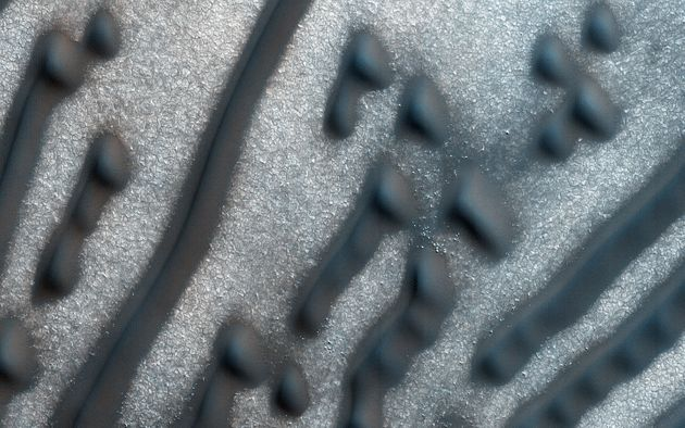 Bizarre Mars Dune Pattern Looks Like A Message In Morse