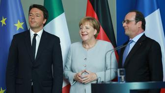 BUNDESKANZLERAM, BERLIN, BERLIN, WILLY-BRANDT-STRAßE 1, GERMANY - 2016/06/27: (L to R)  Italian Prime Minister Renzi, Chancellor Angela Merkel and French President Hollande. Topic is the EU's follow-up to the decision of the British to withdrawal from the EU. (Photo by Simone Kuhlmey/Pacific Press/LightRocket via Getty Images)