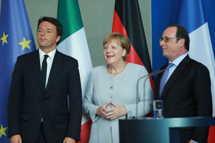 Italian Prime Minister Matteo Renzi (L) appears along side German chancellor Angela Merkel and French President Franço
