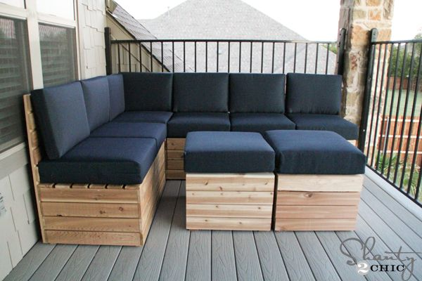 <i>Pallets are made into outdoor seating.</i>