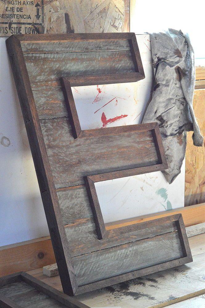 <i>A weathered pallet makes unique artwork.</i>