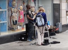 The Moment Scousers Came To the Rescue Of A Busker Being Confronted By An Angry Woman