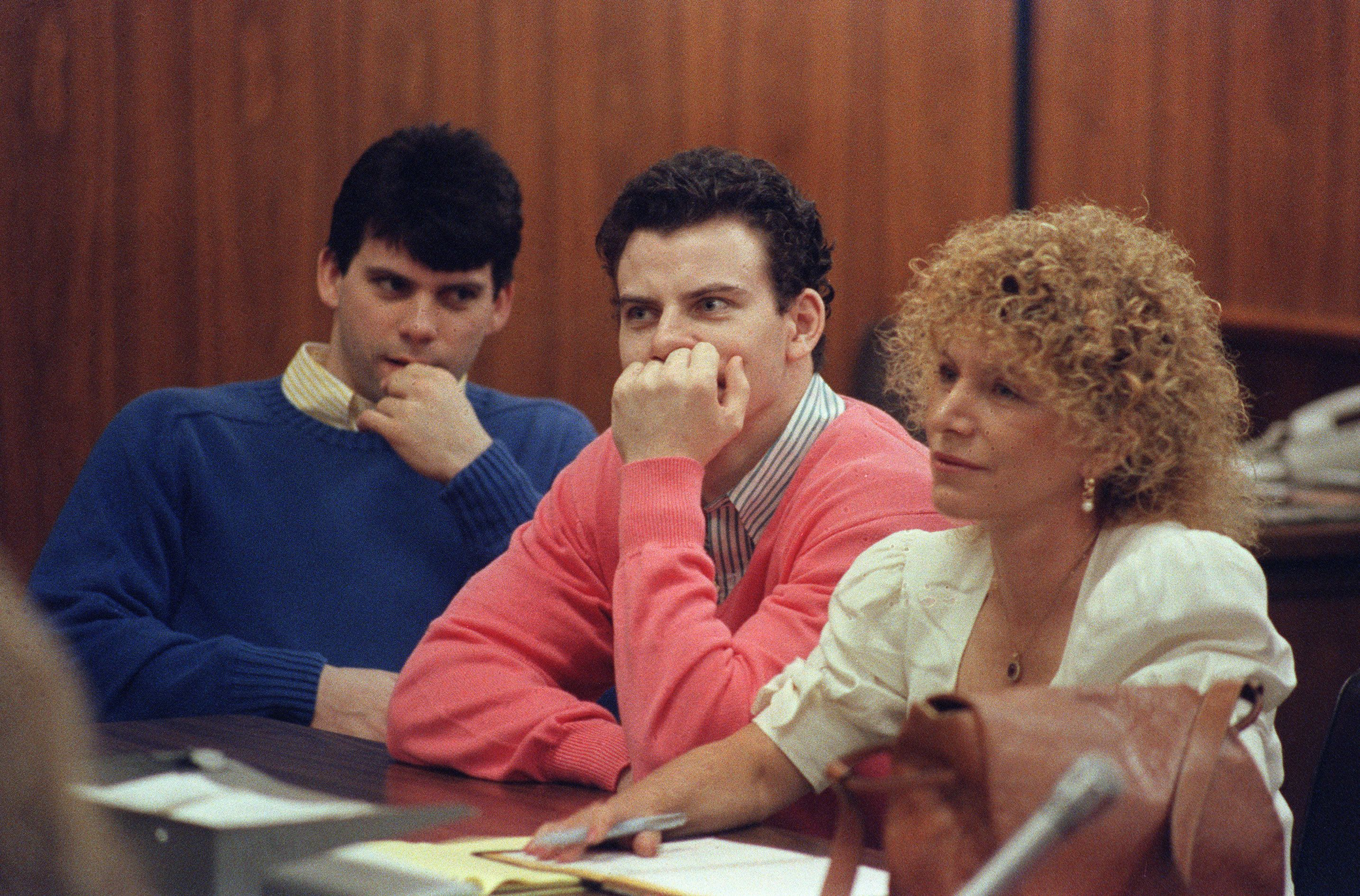 Erik Menendez (C) and his brother Lyle (L) are pictured, on August 12, 1991 in Beverly Hills. They are accused of killing their parents, Jose and Mary Louise Menendez of Beverly Hills, Calif. AFP PHOTO Mike NELSON (Photo credit should read MIKE NELSON/AFP/Getty Images)