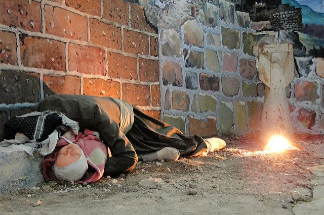 Diorama of Omer Khawar, a victim of the Halabja chemical attack, cradling a child
