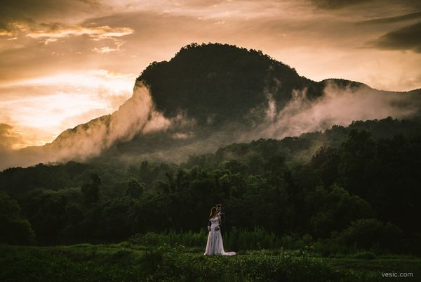"""""""Rain gave way to a perfect sunset for Shanna and Chris for their wedding at <a href=""""https://m.facebook.com/1927lakelureinn/"""