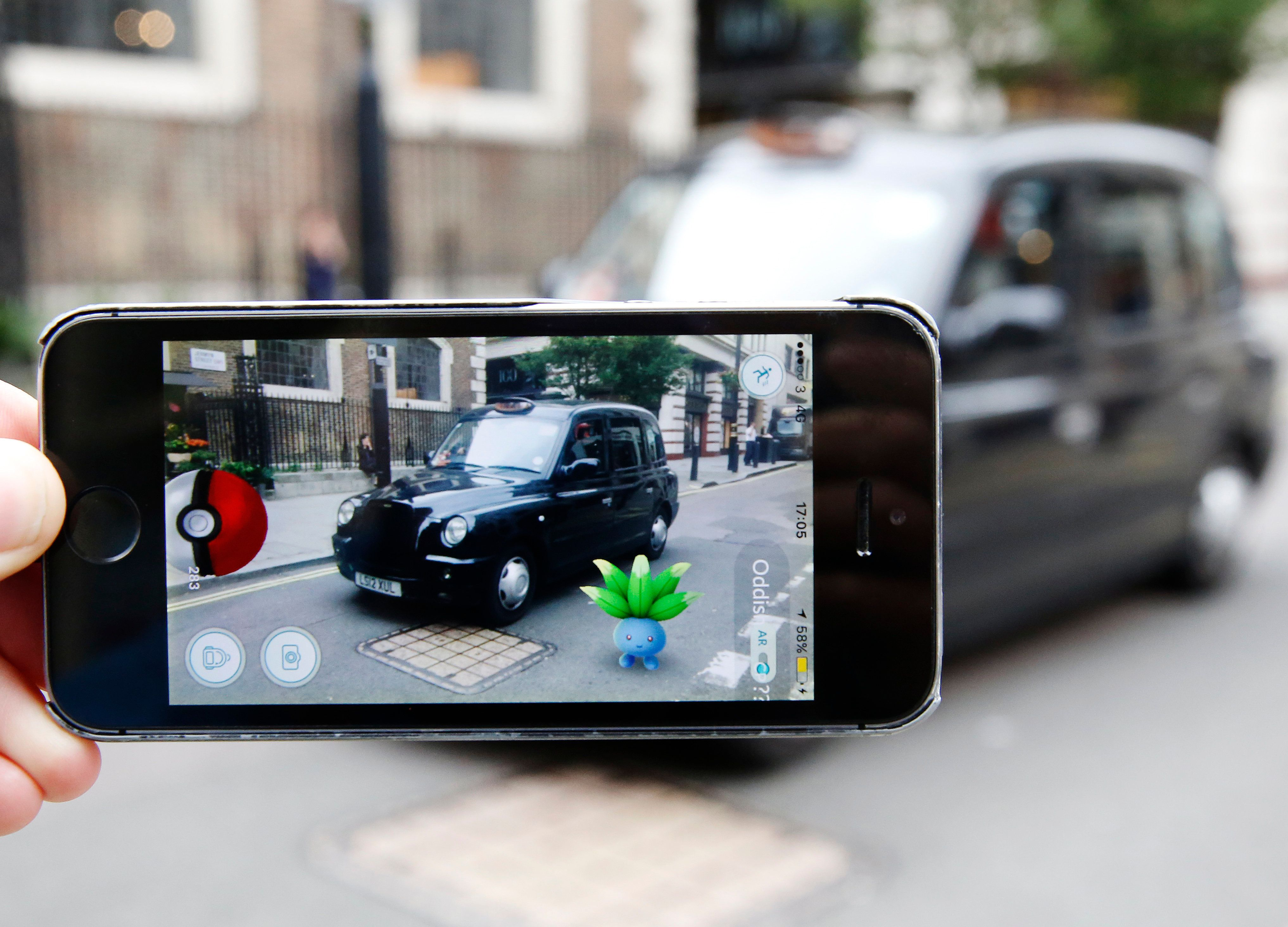 A Pokemon Go Player Genuinely Called 999 After Someone Stole Their