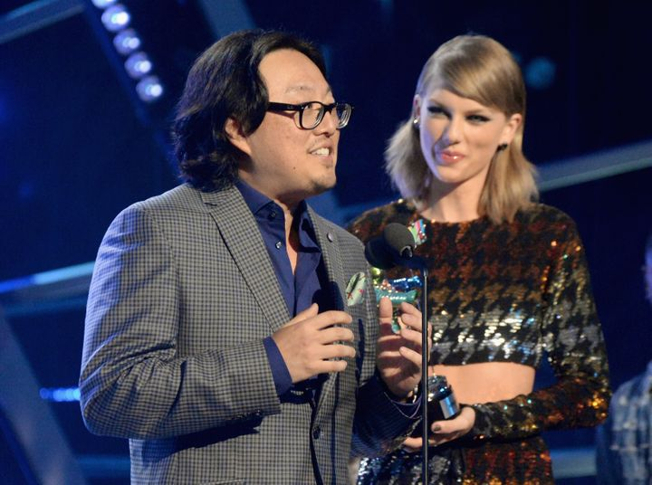 Taylor Swift and director Joseph Kahn at the 2015 MTV Video Music Awards on Aug. 30, 2015, in Los Angeles.