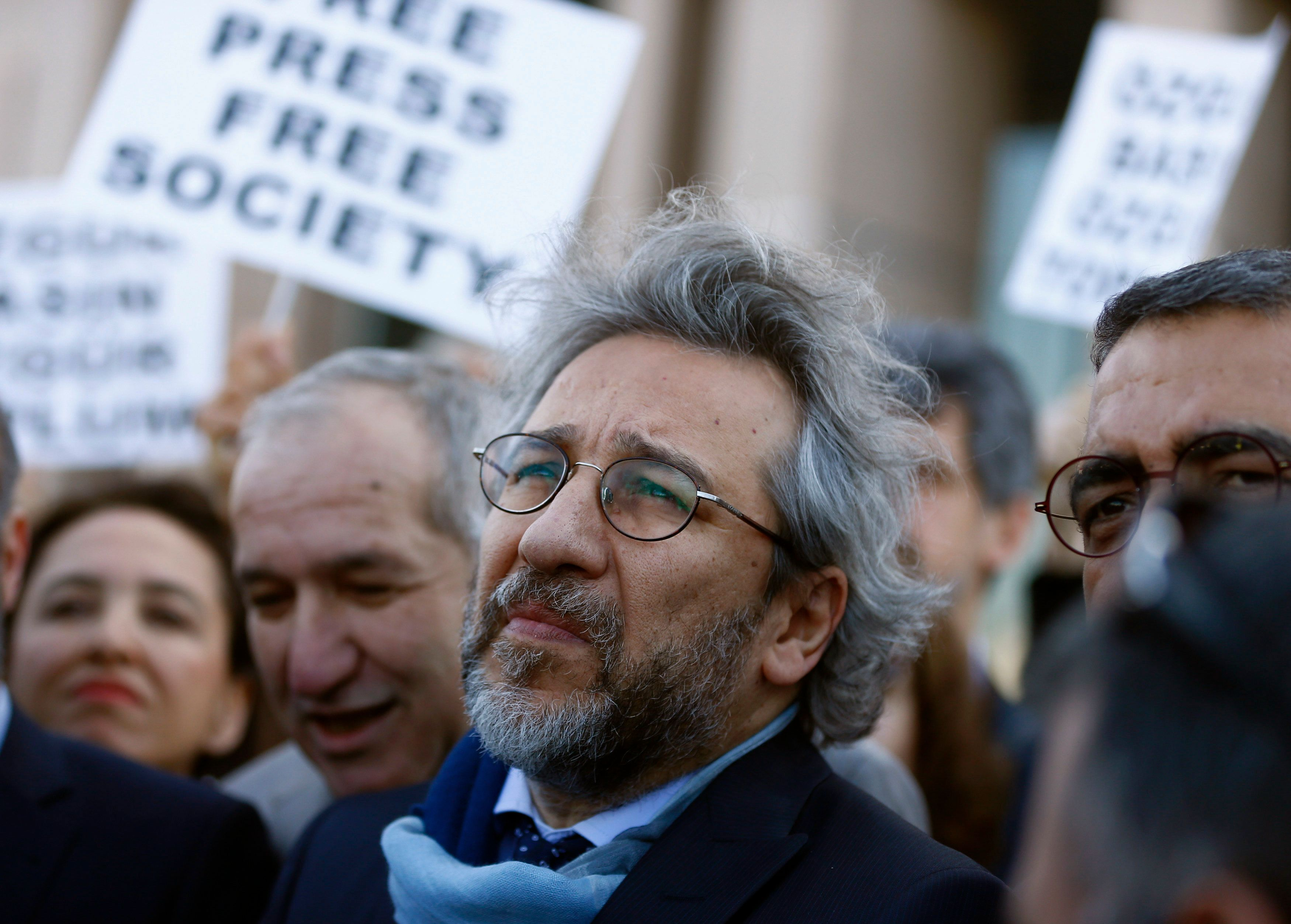 Can Dundar, editor-in-chief of Cumhuriyet, arrives at the Justice Palace for his trial in Istanbul, Turkey April 1, 2016. REUTERS/Osman Orsal