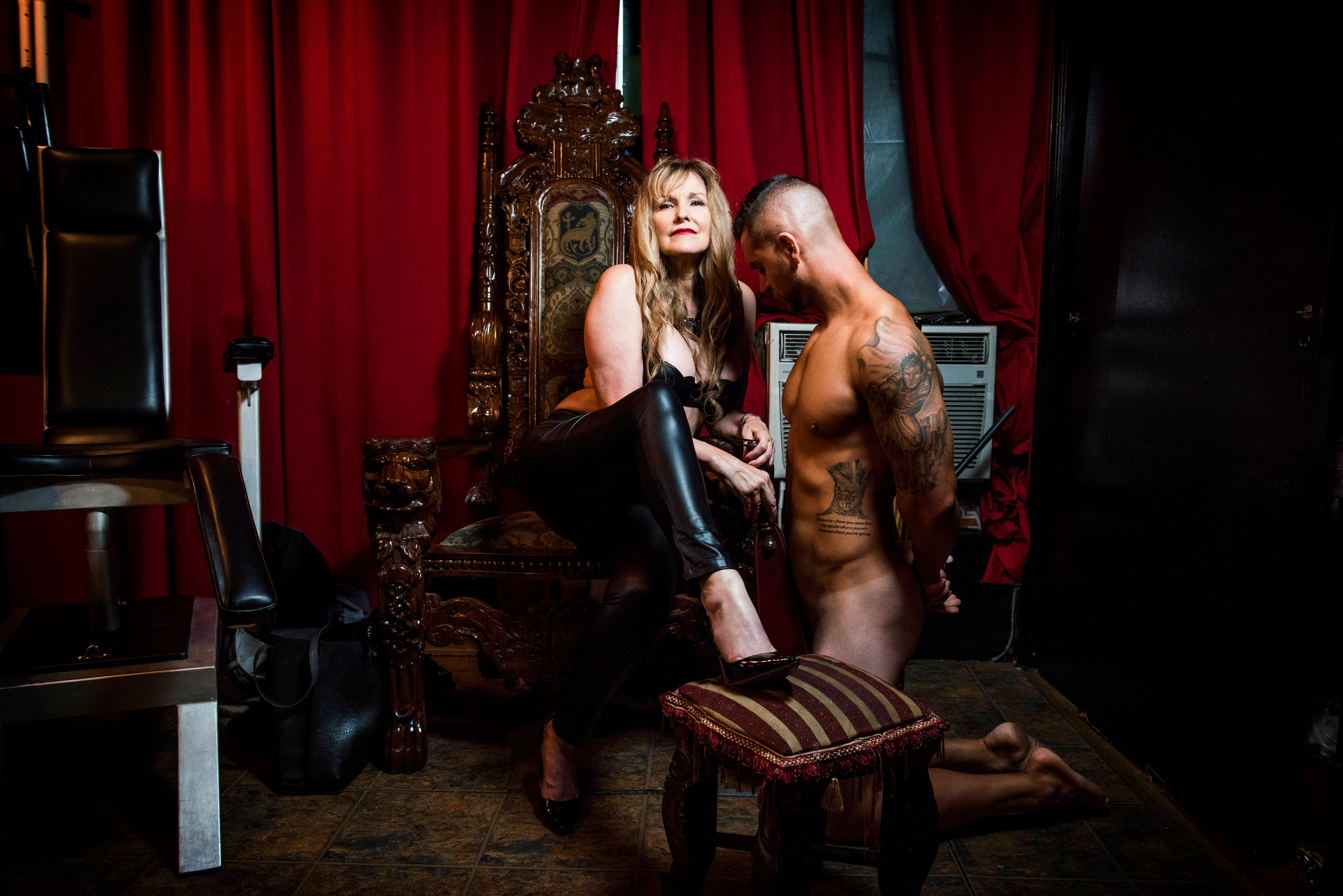 15 Unbelievable Photos Of A 60-Year-Old Dominatrix With Her Client (NSFW)