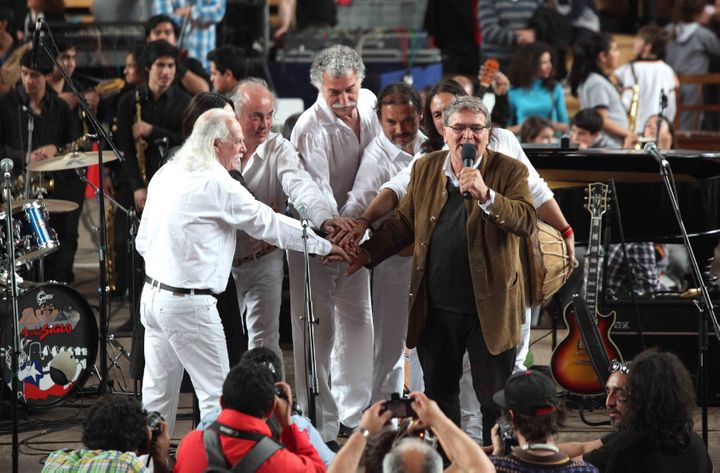 Christian Boesch holding the microphone surrounded by members of Los Jaivas. Dec. 2015