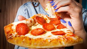 BRIGHT FEMALE NAILS WITH JUICY PIZZA