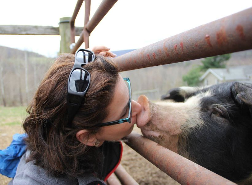 """Mahon gives a kiss to her """"boyfriend"""" Eddie Traffic at Indraloka Animal Sanctuary."""