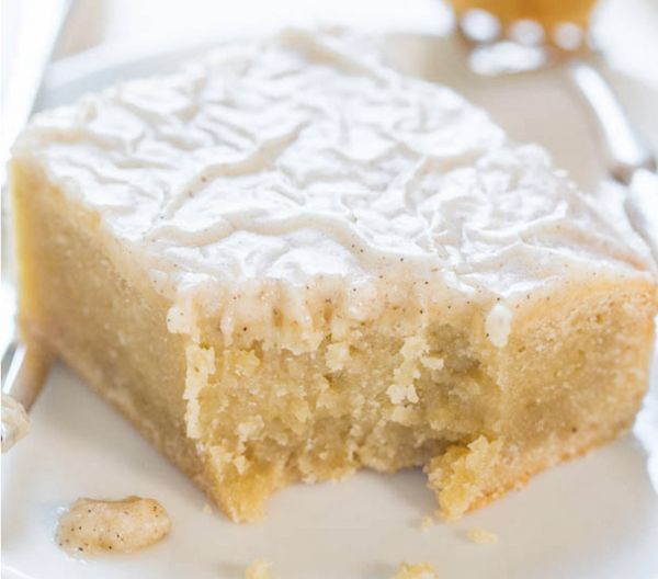 """<strong>Get the <a href=""""http://www.averiecooks.com/2014/08/fudgy-banana-bars-with-vanilla-bean-browned-butter-glaze.html"""" ta"""