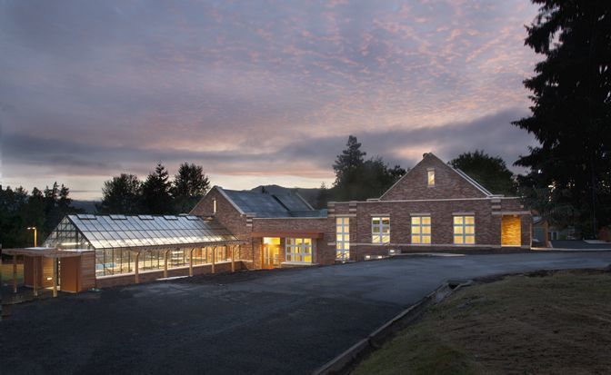 <i>The net zero energy Hood River Middle School in Hood River, OR. </i>