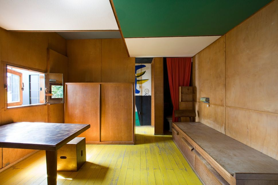 The interior of Le Corbusier's cabin.