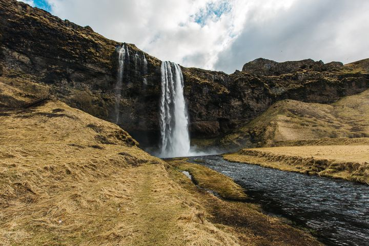 """<a rel=""""nofollow"""" href=""""http://www.thetravelpockets.com/new-blog/2016/4/7-day-iceland-road-trip-itinerary"""" target=""""_blank"""">SE"""
