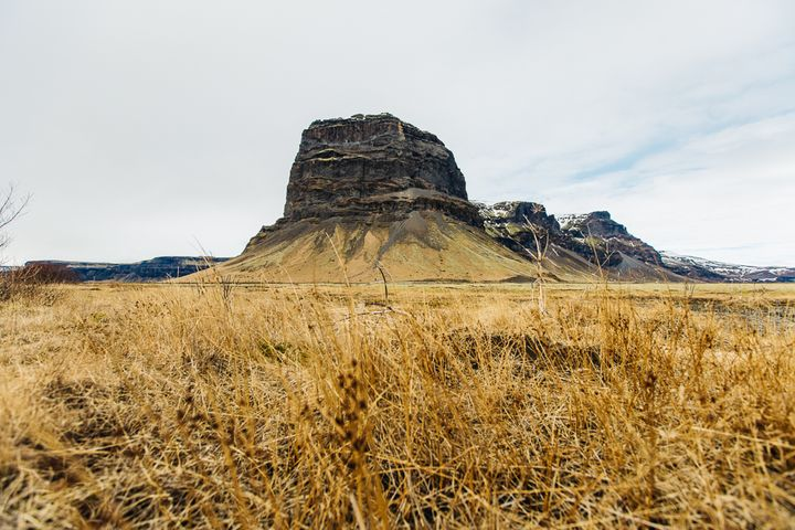 """<p><a rel=""""nofollow"""" href=""""http://www.thetravelpockets.com/new-blog/2016/4/7-day-iceland-road-trip-itinerary"""" target=""""_blank"""">EYE-CATCHING BIG ROCK ON RING ROAD ON OUR WAY TO SKAFTAFELL NATIONAL PARK</a></p>"""